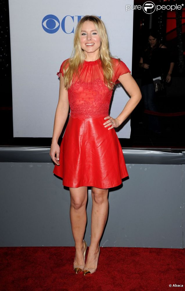 Kristen Bell dans une petite robe rouge courte