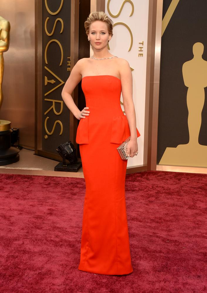 Jenifer Lawrence en robe bustier rouge