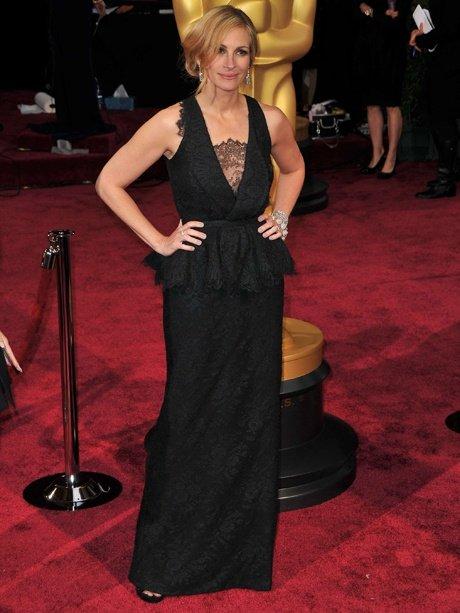 Julia Roberts porte une robe en dentelle noire Givenchy
