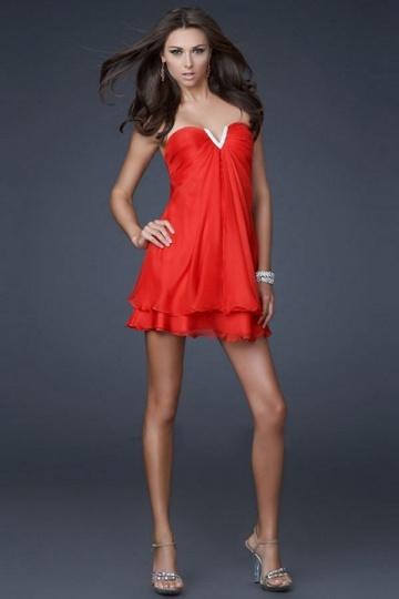 Hyper courte Petite robe bustier rouge encolure échancré et cranté
