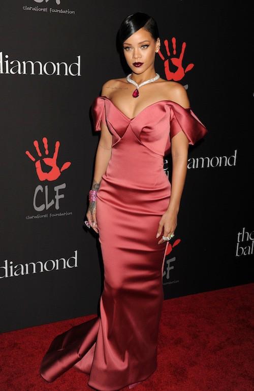 Rihanna sublime dans une robe de soirée longue pour son premier diamond ball