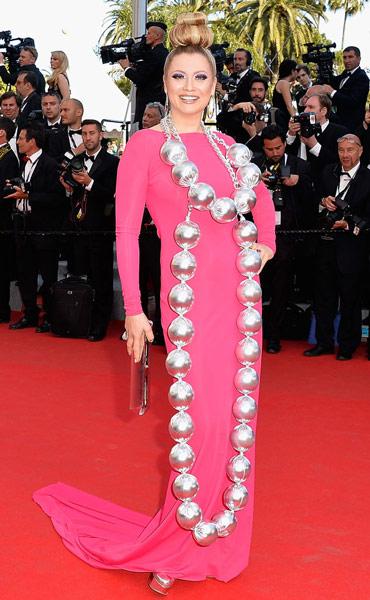 Robe rose fushia Elena Lenina à Cannes