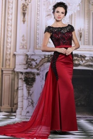 Elégante robe bordeaux à haut dentelle noire traîne chapelle