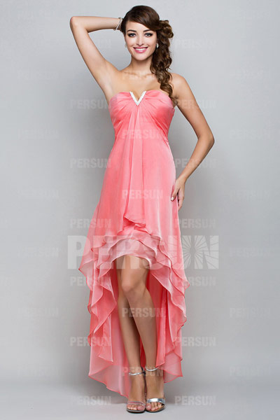 robe-de-bal-rose-decollete-col-v