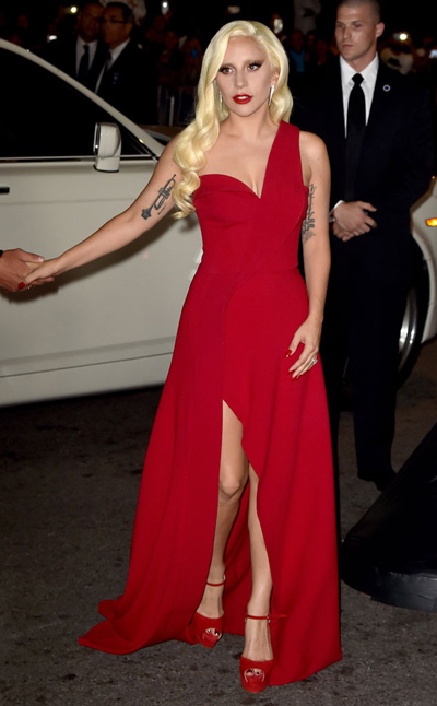 robe-rouge-lady-gaga