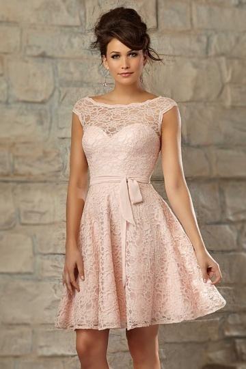 Petite robe rose en dentelle pour  mariage dos décolleté