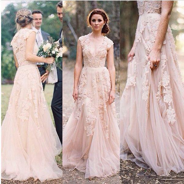 robe de mariée longue en dentelle décolleté en V