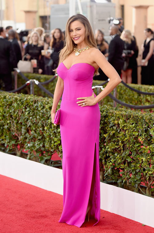 Sofia-Vergara-en-robe-rose-fendue