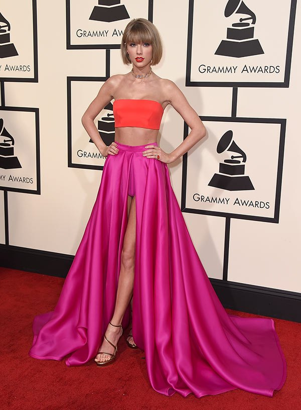 taylor-swift-grammys-2016-deux pieces robe fuchsia