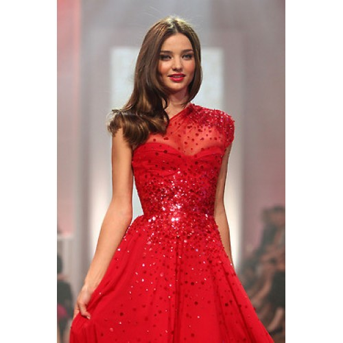 miranda-kerr-longue-robe-rouge-brillante