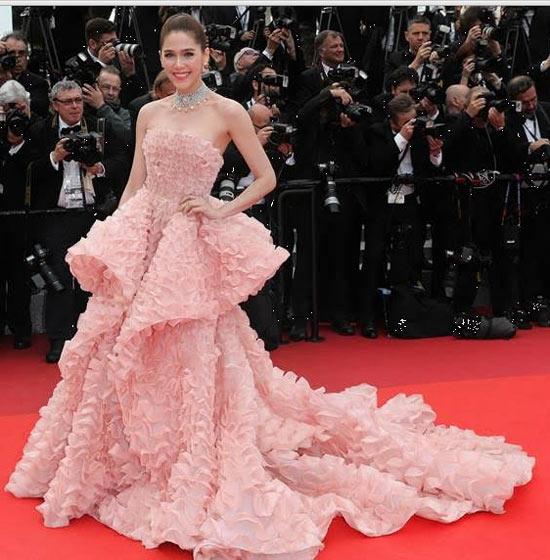 Araya-A-Hargate-dans-robe-rose-quartz-bustier-Cannes-Film-Festival-2016