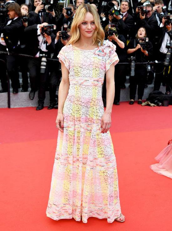 Vanessa-Paradis-robe-rose-fleurie-Cannes-Film-Festival