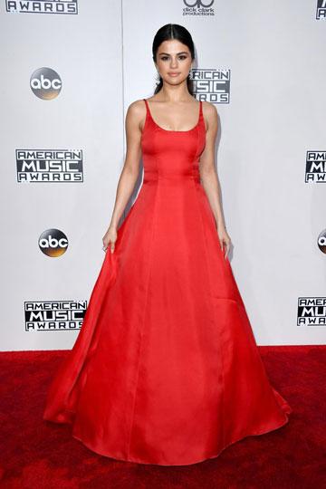 Robe de soirée rouge longue simple avec bretelle fine Selena Gomez