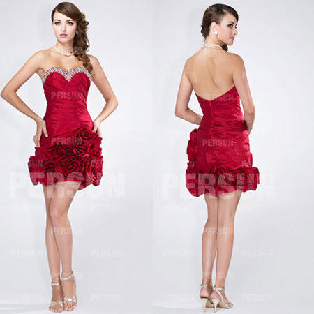 Robe de cocktail rouge courte bustier coeur orné de strass