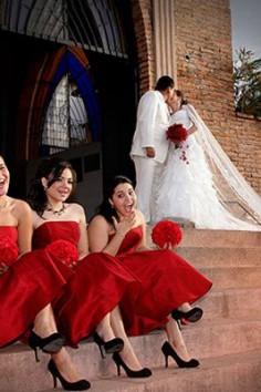 Robe demoiselle d'honneur rouge : pièce exotique et chaleureuse pour l'éclat des noces