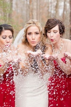 Robe demoiselle d'honneur rouge : Incarnez avec la mariée la beauté du cortège nuptial.