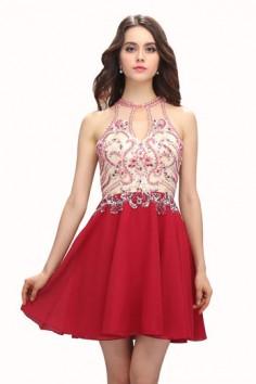 Une robe de bal rouge pour sublimer votre apparence.