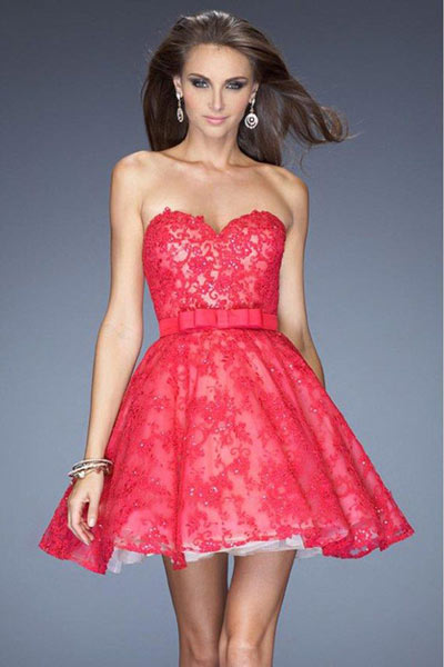 Robe de soirée courte rouge dentelle recouverte