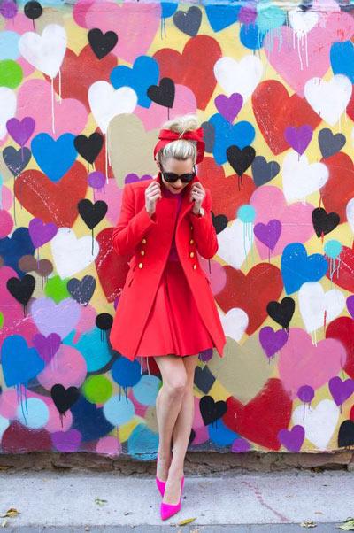 Petite robe rouge avec escarpins fuchsia