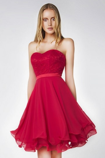 Robe chic rouge pour soirée dentelle guipure bustier cœur