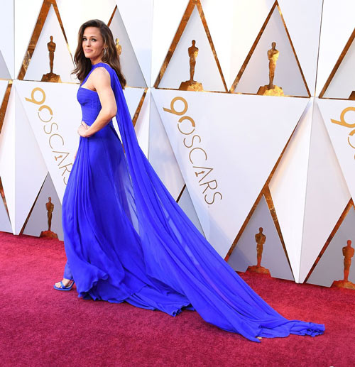 Jennifer Garner dans une robe de gala bleu longue asymétrique à violage