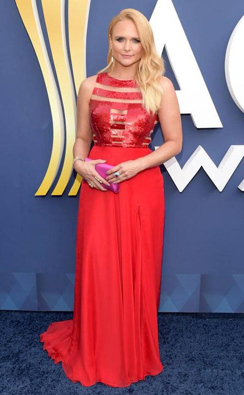 Miranda Lambert en une robe de soirée rouge à haut orné de paillettes ACM Awards 2018
