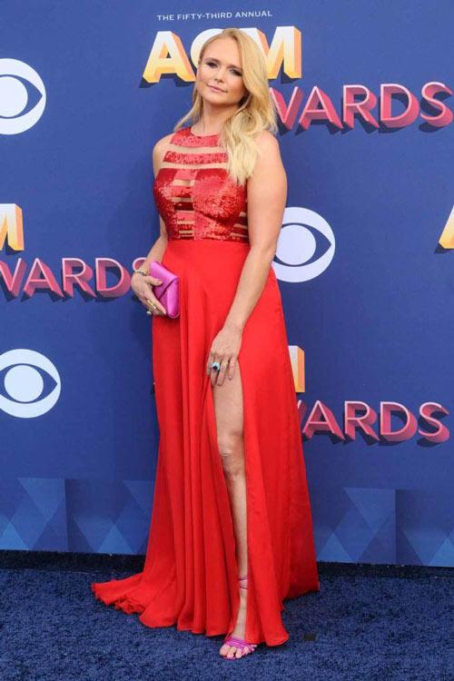 robe de soirée rouge fendue Miranda Lambert