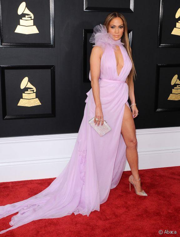 robe de soirée lavande longue fendue col décolleté Jennifer Lopez
