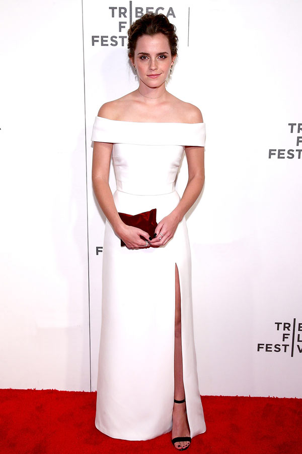 Robe de soirée blanche fendue épaule dénudée Emma Watson
