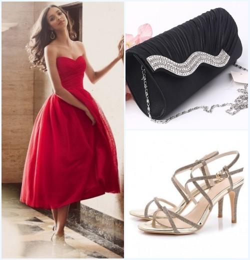 accessoiriser la robe de soirée rouge princesse bustier coeur à sac noir et sandale dorée