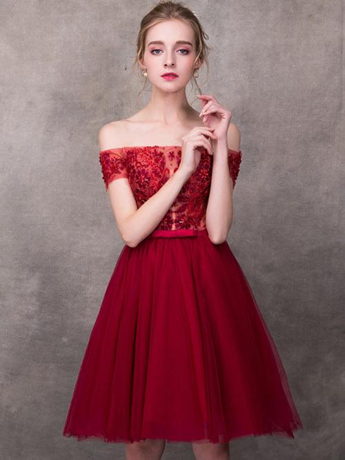 robe cocktail rouge courte épaule dénudé appliqué