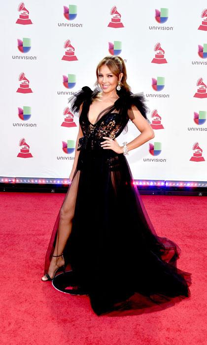 robe de soirée noire fendue sexy Thalia cérémonie des Latins Grammys