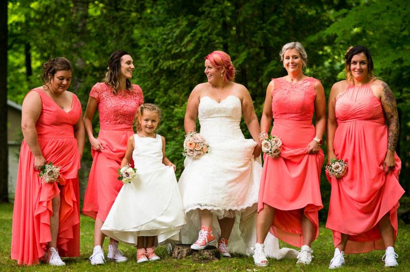 robes de demoiselle d'honneur corail en différents styles
