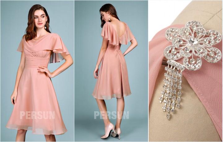robe rose carnation courte avec cape orné d'un broche