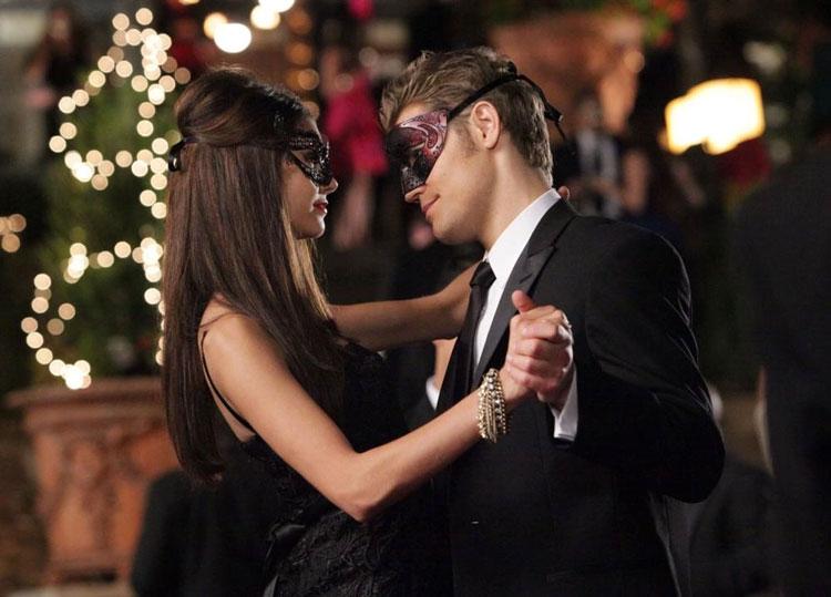 bal masqué dans la saison de Vampire Diaries 2
