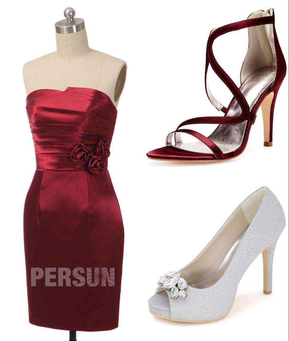 assortiment chaussures avec robe de soirée rouge courte fourreau