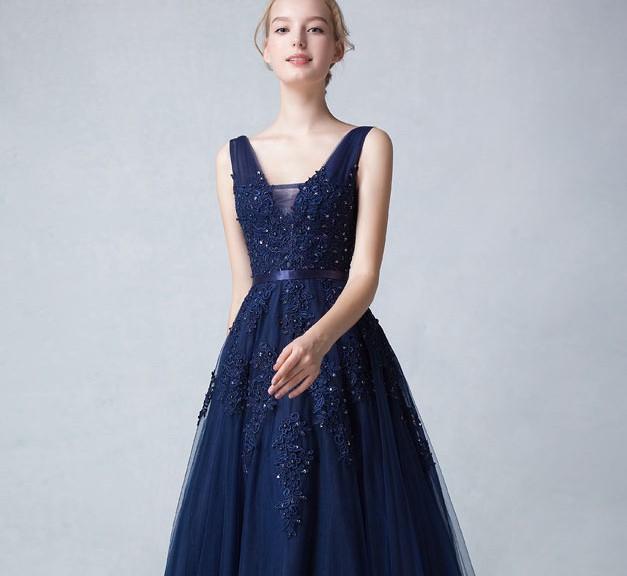 robe de soirée bleu nuit élégante col v bustier en dentelle