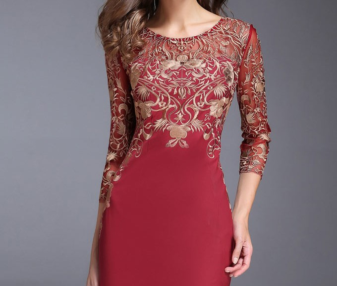 robe de soirée courte à manche mi-longue col rond bustier brodé de fleur dorée