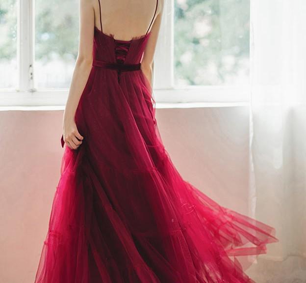 robe de soirée rubis longue dos nu à bretelle fines magnifique