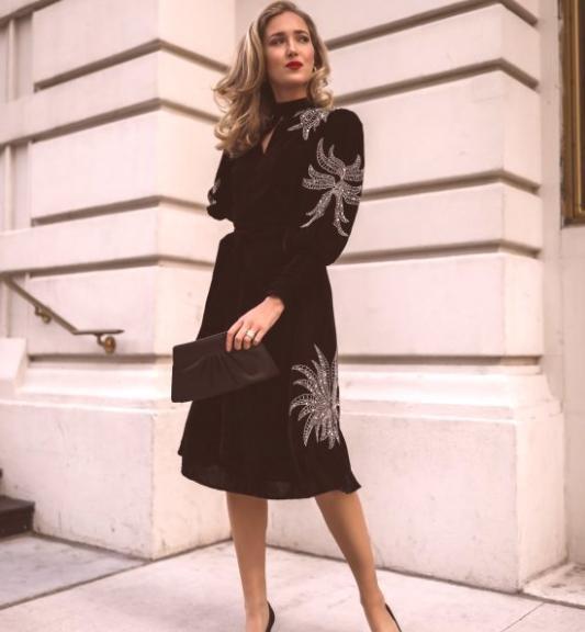 robe de cocktail noire mi-longue à manche longue borée paillette