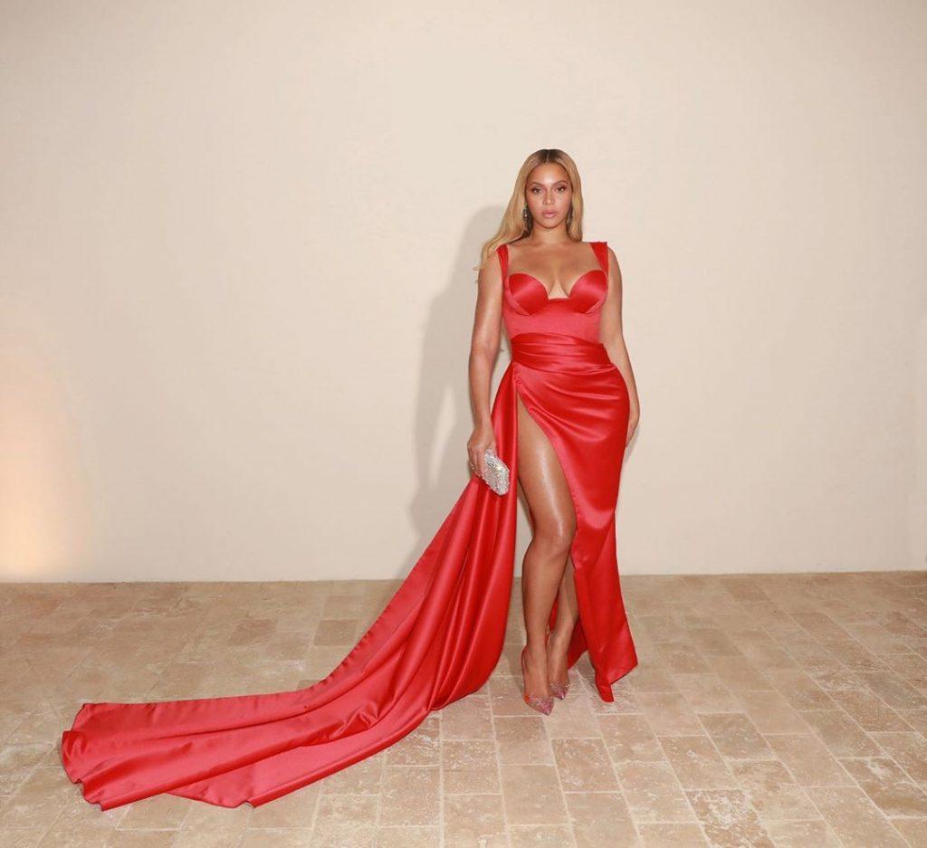 robe de cérémonie rouge sexy fendue longue à traîne longue