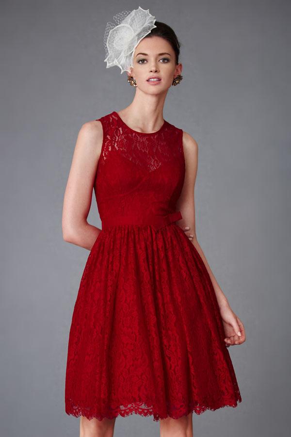 robe de bal vintage courte bordeaux en dentelle