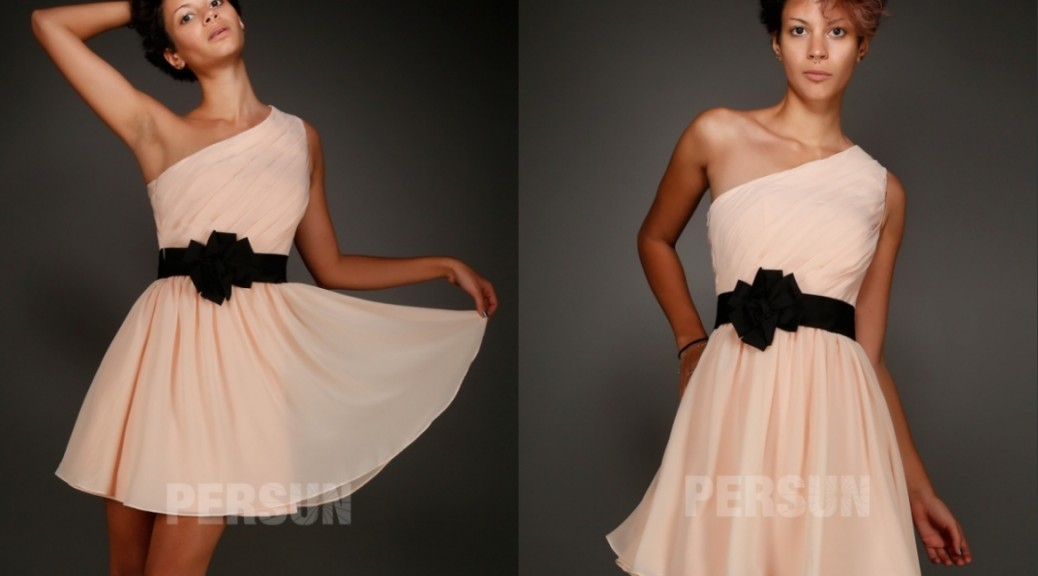 robe de cocktail courte asymétrique plissé avec ceinture noire