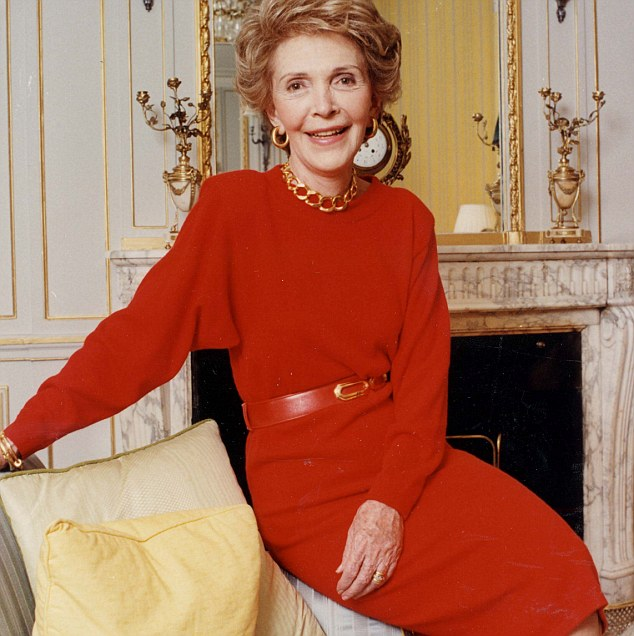 Nancy Reagan dans la robe rouge
