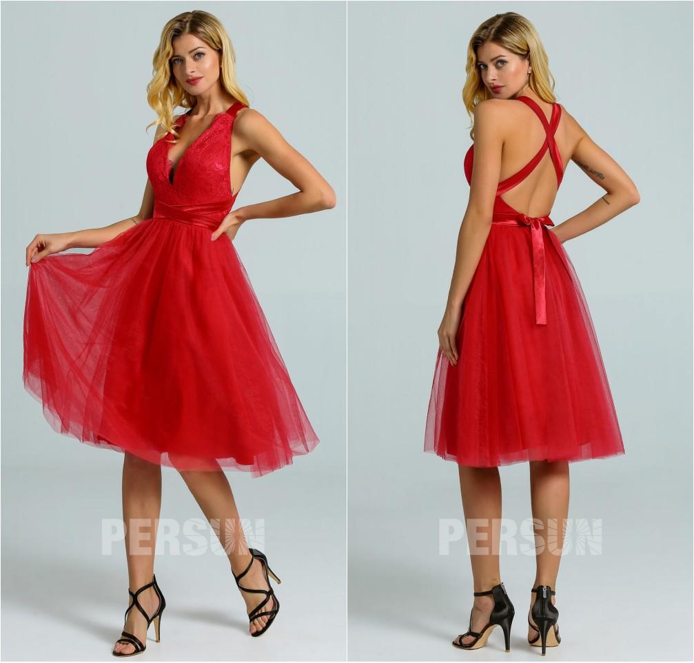robe de cocktail courte rouge col v plongeant haut en dentelle dos nu avec bretelle entrecroisée