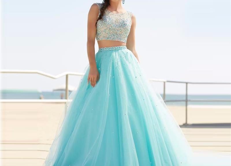 robe de soirée bleu princesse 2 pièce haut embelli de bijoux
