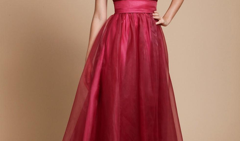 robe-de-mariee-longue-rouge-bustier-bijoux