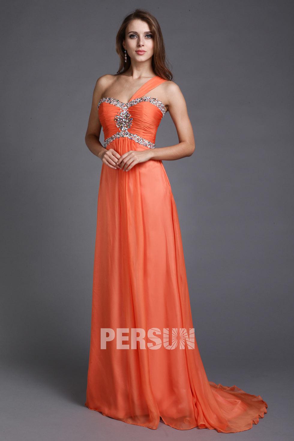 Robe orange empire décolleté en coeur ornée de bijoux