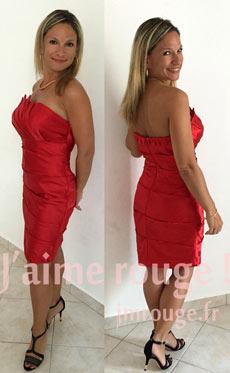 nava contente de sa robe habillée rouge courte